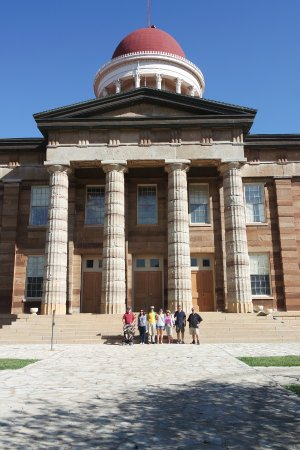 Springfield Walks: A snap outside the capitol building