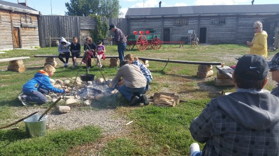 Lethbridge, Canadá: Cooking around the campfire.