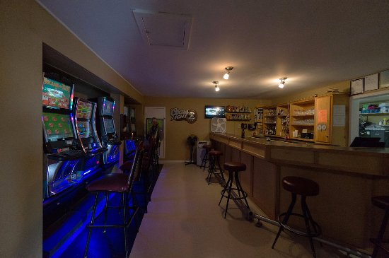 Haven Inn: Play the slots and/or get sloshed!