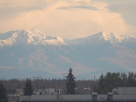 SpringHill Suites Fairbanks: Southerly aspect from 6th floor