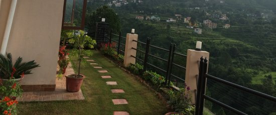 Sattal, India: Lush green valley view