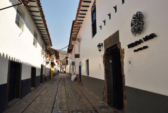 Apu Huascaran Hostal: Calle del Carmen Bajo, al final,PlazaSanBlas