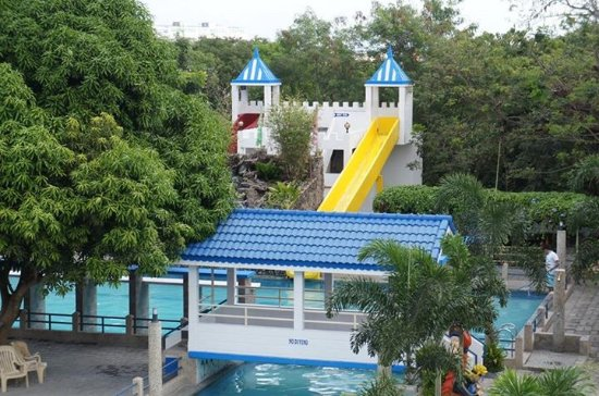 Saniya resort hotel dasmarinas city philippines for Jardin de dasma rates 2016