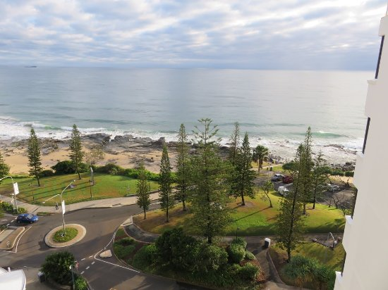 Pacific Beach Resort: Mooloolaba beach and park area looking North.