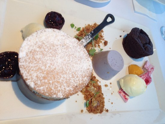 Cronulla, Australia: Dessert tasting plate gives to a choice of 3. The Plum Souffle is outstanding