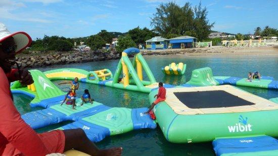 Bay Gardens Hotel: Splash world; acces gratuit