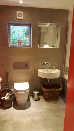 Pluckley, UK: Cool bathroom !
