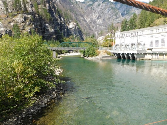 Parc national de North Cascades, Etat de Washington : dont know what that old building is..but look at the color of the water