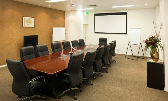 Best Western Plus Cairns Central Apartments: Executive style meeting room