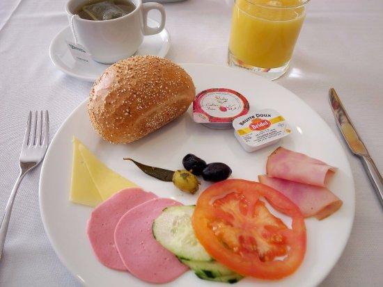 Hotel Almas: 自助式早餐。