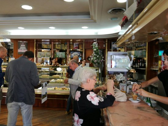 Spoleto, Italien: Pasticceria Bar Vincenzo srl