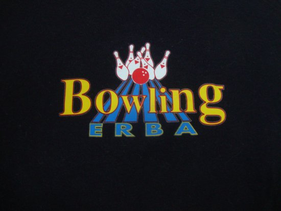 Erba, Italie : maglietta col logo del bowling