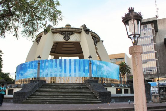 Central Park (Parque Central): Visit early morning