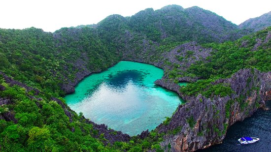 Cock's Comb Island,one of the islands of Mergui Archipelago,is famous for  heart-shaped lake