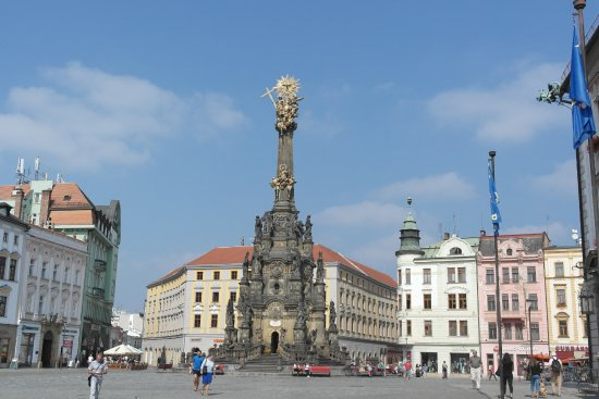Olomouc, República Checa: Kolumna góruje nad ołomunieckim rynkiem i robi niesamowite wrażenie.