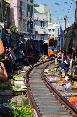Samut Songkhram, Thailand: Zug Markt