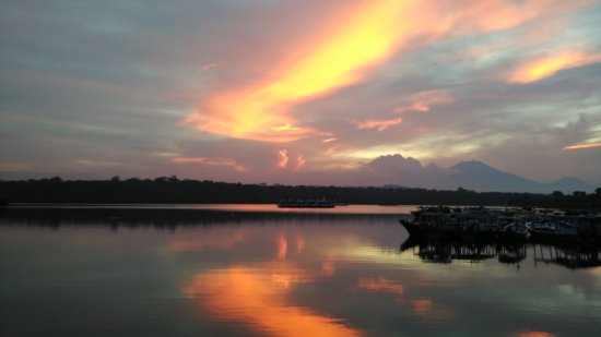 Banyuwedang, Indonesia: Sunset View from the Restaurant