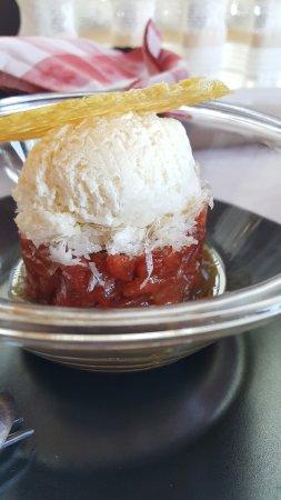 Valls, Spanien: Tartar de tomate con helado de parmesano.