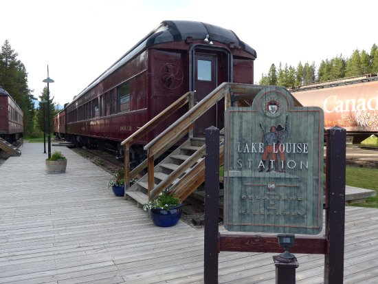 Lake Louise Campground: Dining Car at Lake Louise Station Restaurant (which was the old station, now amazingly refurbish