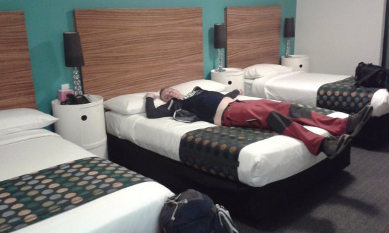 Abey Hotel: 3 beds for 1 couple :D