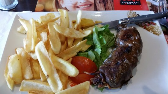 Châtellerault, France : L'andouillette et les frites