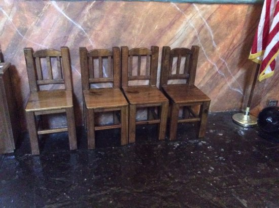 Solvang, CA: Nice wooden chairs