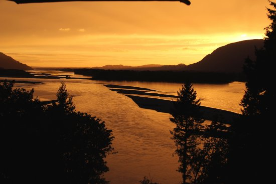 The Fraser River's Edge Bed & Breakfast Lodge : the