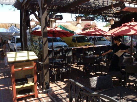 Cecco Ristorante : Outdoor dining area