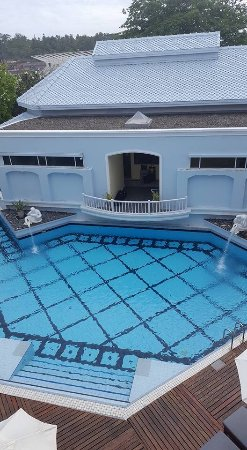 Andaman Seaview Hotel: The smaller pool with a kiddie pool to the left
