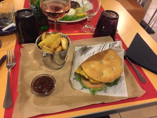 Grandate, Italy: Ibis burger, salle de restaurant