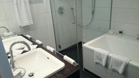 Hotel Ambassador: DSC_0014_large.jpg