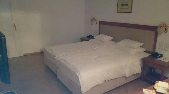 Hotel Ambassador: DSC_0015_large.jpg