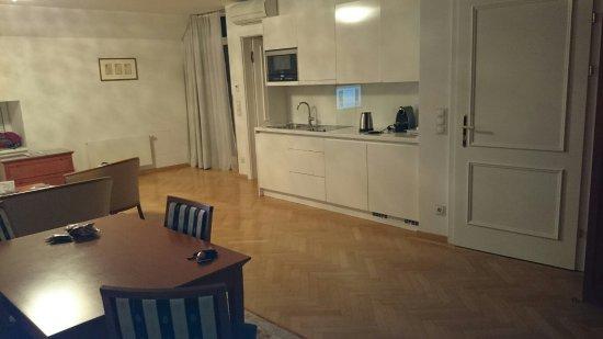 Hotel Ambassador: DSC_0013_large.jpg