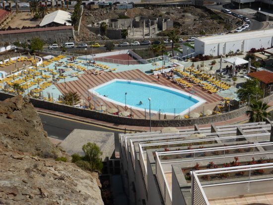 Hotel Servatur Terrazamar Suite & Sun Suite: top of the hotel showing one of the three pools