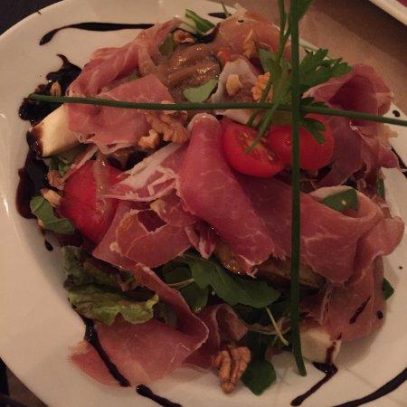 Salad picture of ma belle cuisine avignon tripadvisor for Ma belle cuisine avignon