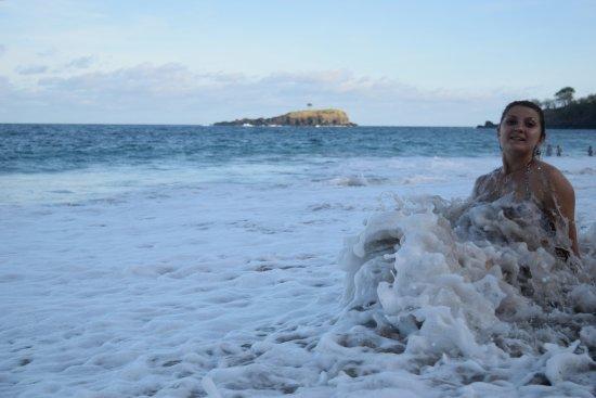 White Sand Beach : немного волн,а в итоге протащило меня хорошенько)))