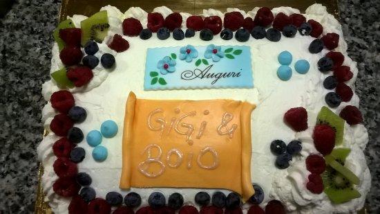 Cologne, Itália: torta per compleanno