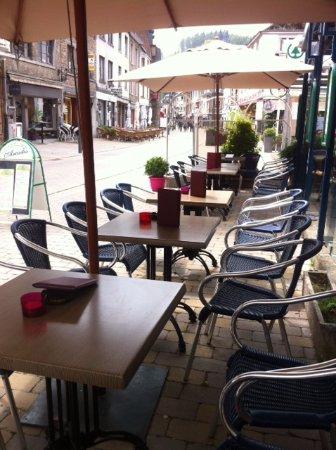 Terrasse de l'Hôtel Les Arcades à La Roche-en-Ardenne
