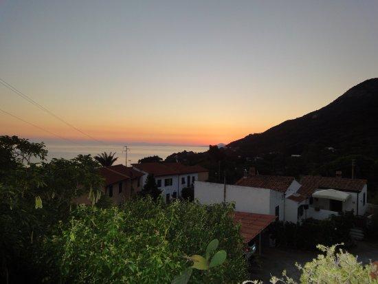 Hotel Gallo Nero : alba sulla baia di sant'andrea