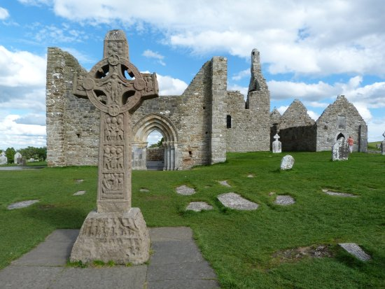 County Offaly, Ιρλανδία: Une des croix celtiques de Clonmacnoise