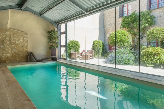 Piscine chauff e avec nage contre courant picture of for Spa avec piscine paris