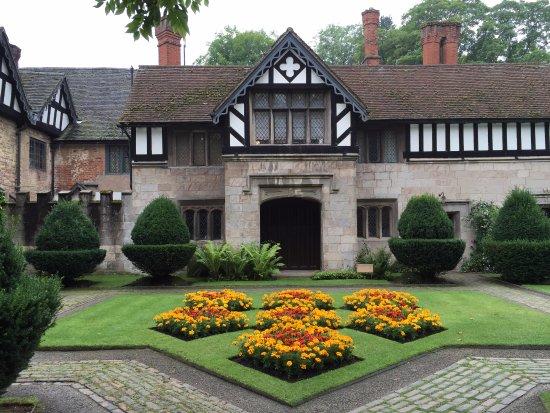 Lapworth, UK: Inner courtyard
