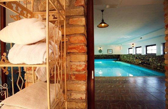 Veszprem County, Hungría: Relaxing area with indoor pool