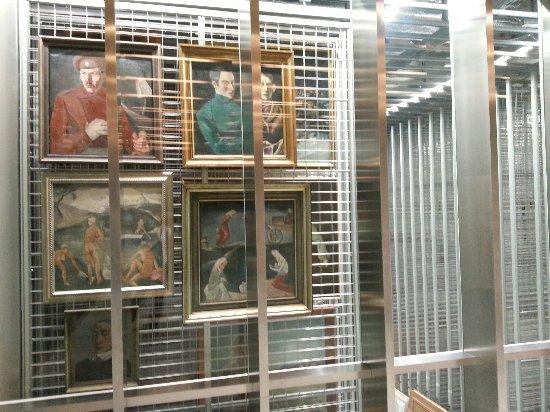 Latvian National Museum Of Art: 20160920_072920_large.jpg