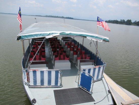 Semanggol, Malasia: 島に渡る小舟