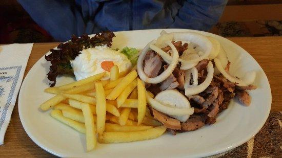 Oberasbach, ألمانيا: Gyros mit Pommes 👍