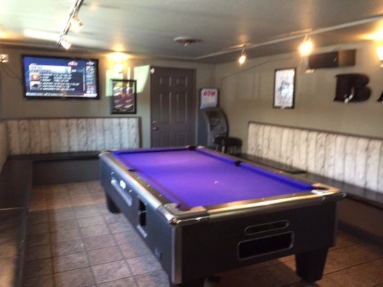 Etonnant The Thirsty Fish: Back Pool Table Area With Tv Showing Game