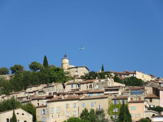 Planeur survolant le village picture of office de tourisme fayence tripadvisor - Office de tourisme fayence ...