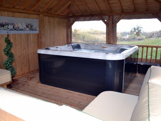 Les Champeaux, França: Jacuzzi/Hot Tub