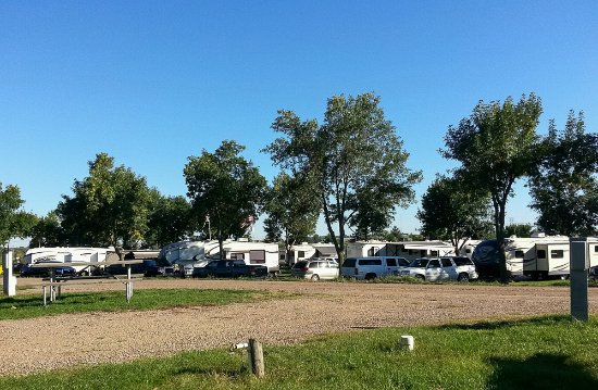 Yogi Bear's Jellystone Park Camp-Resort of Sioux Falls: Narrow sites
